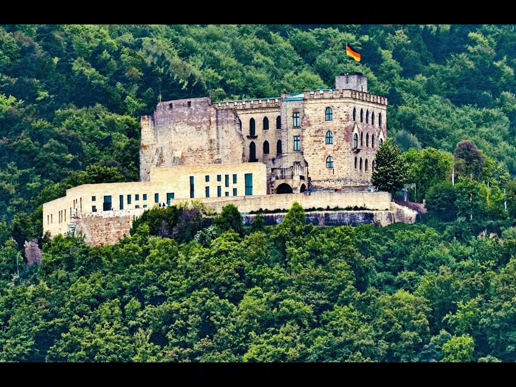 0002-Hambacher-Schloss-Wikipedia
