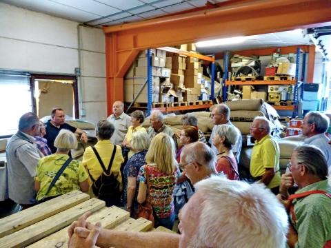 022 - Im Lager: Anlieferung, Lagerung und Verkauf.